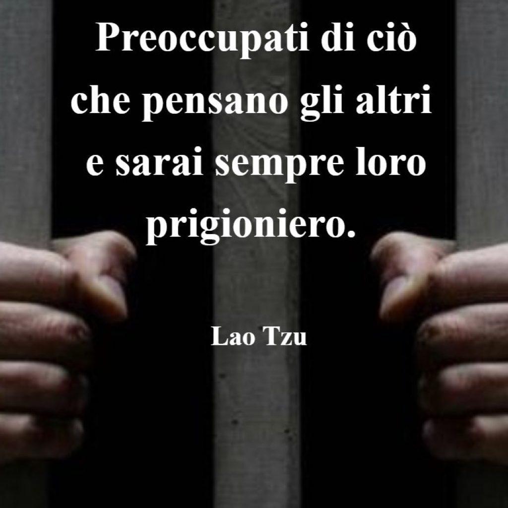 preoccupati di ciò che pensano gli altri e sarai sempre loro prigioniero, come fregarsene del giudizio degli altri, fiducia in se stessi, come essere se stessi, fiducia